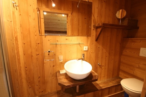 Chalet Manon: ensuite to bedroom 2