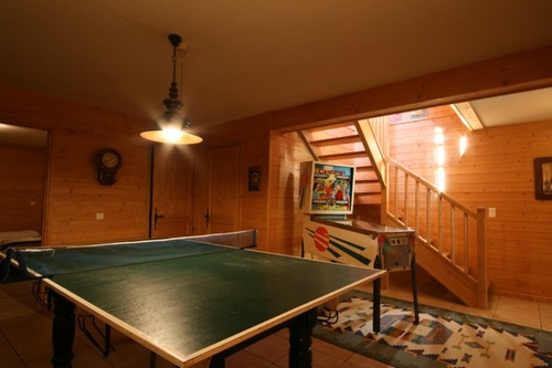 Chalet Quatre Saisons: games room with ping pong and pool table