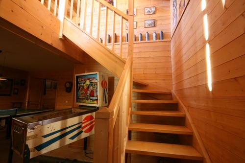 Chalet Quatre Saisons: staircase to first floor