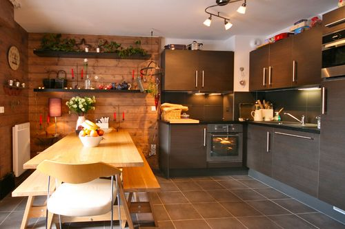Chalet Seven: kitchen and dining area