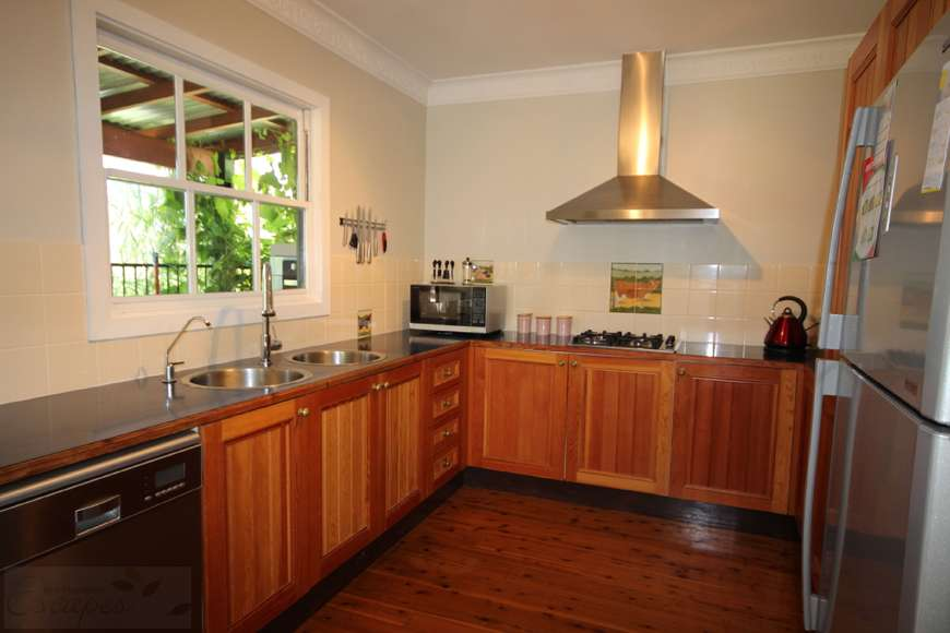 Timber kitchen with dishwasher
