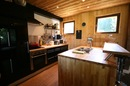 Chalet Manon: kitchen and breakfast bar