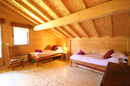 Chalet Marianne: tope floor twin bedroom A