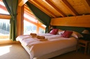 Chalet Quatre Saisons: top floor double bedroom