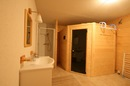 Chalet Quatre Saisons: sauna and shower room