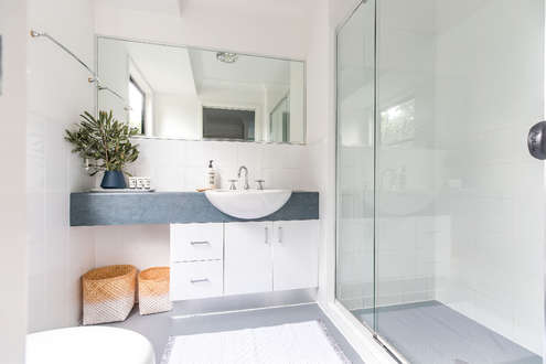 Light-filled ensuite