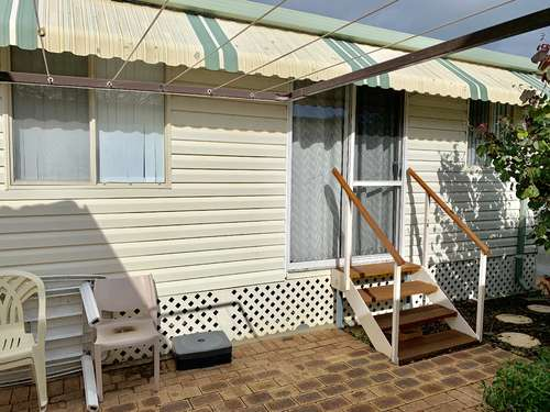 Broadwater Beach Cottage with WIFI