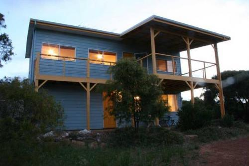 Lazy L Beach House, Ledge Point
