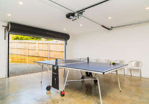 Double garage with table-tennis table
