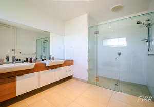 Huge en-suite bathroom...