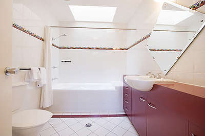 Thredbo Village Green Townhouse Bathroom