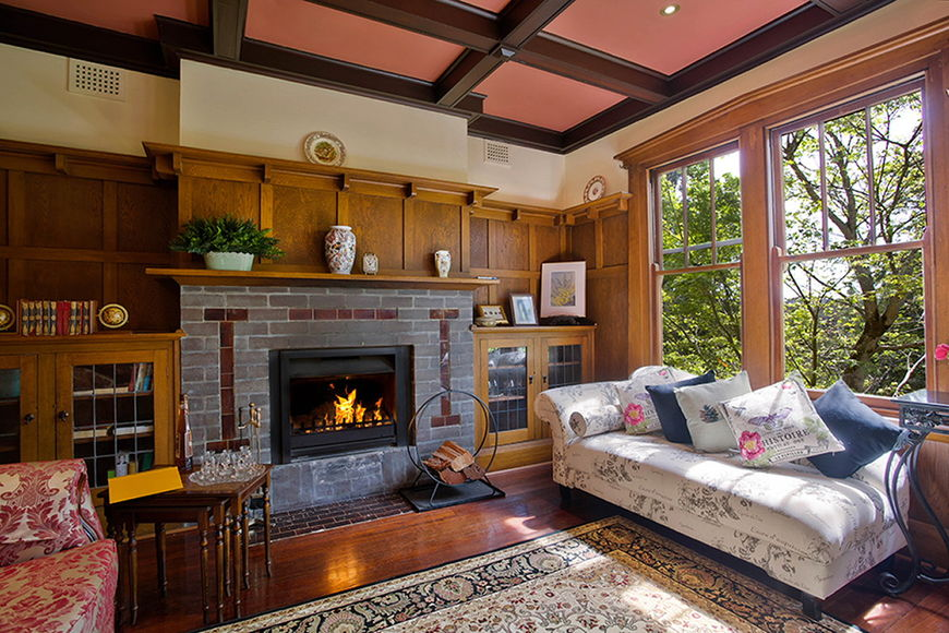 Lounge room with open fireplace - nice and cozy in winter