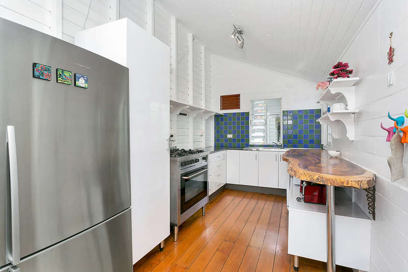 Queensland Living - Trendy House in the City