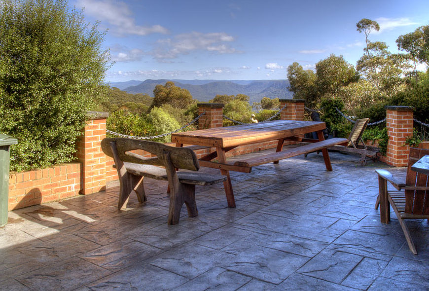 Alfresco dining | views overlooking Kanimbla Valley