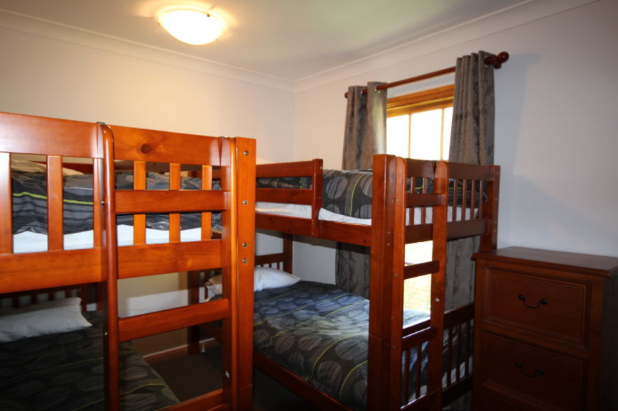 Bedroom 9 (bunk room)