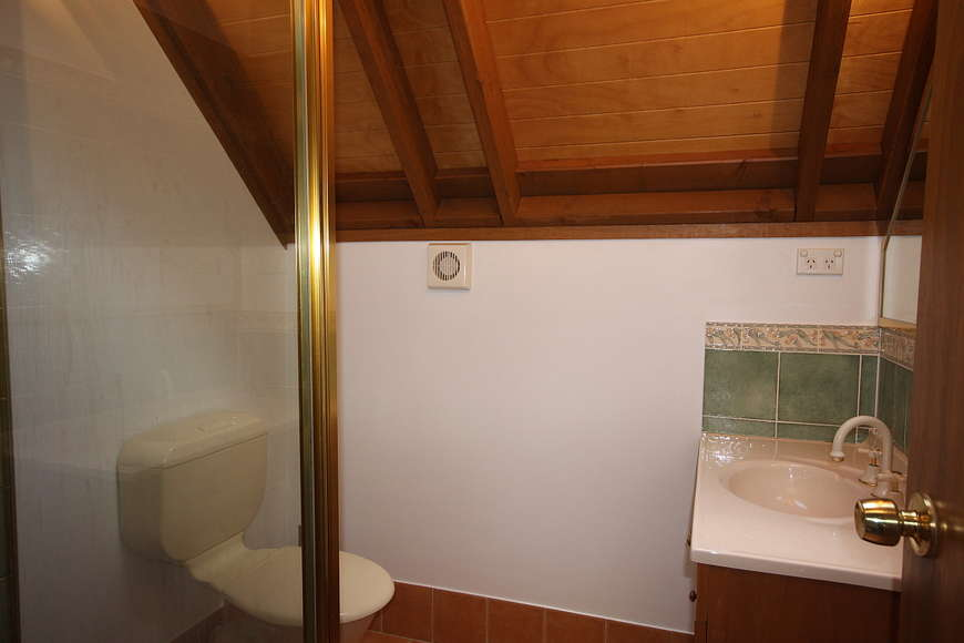 Bathroom (upstairs) with shower