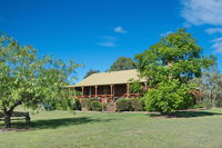 Silky Oak Cottage & Studio